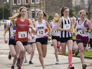 U17 Road Race 5, Greenoch, Glasgow, Scotland, start, runners, converge, hierachy, Anna MacFadyen, Forres Harriers, secon