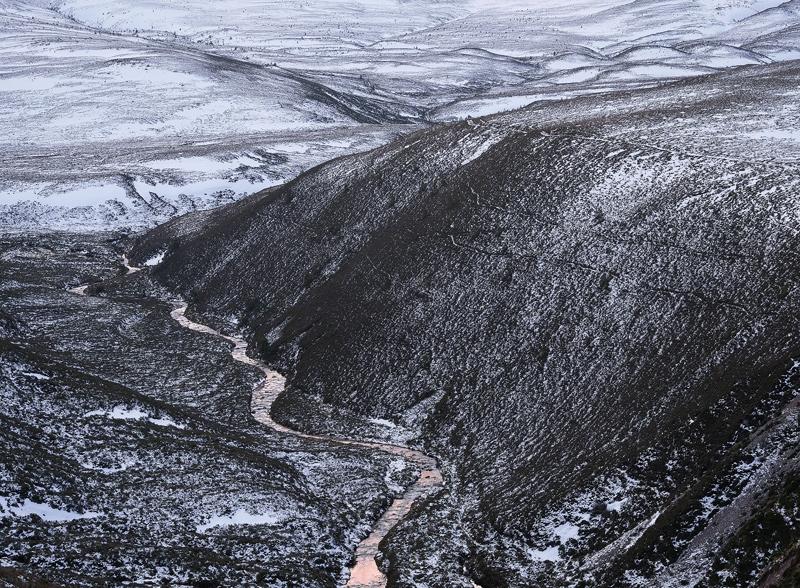 Cairngorm Bloodstream, Cairngorm, Highlands, Scotland, hills, snow, sunset, reflected, pink, stream, mountain, river, th photo