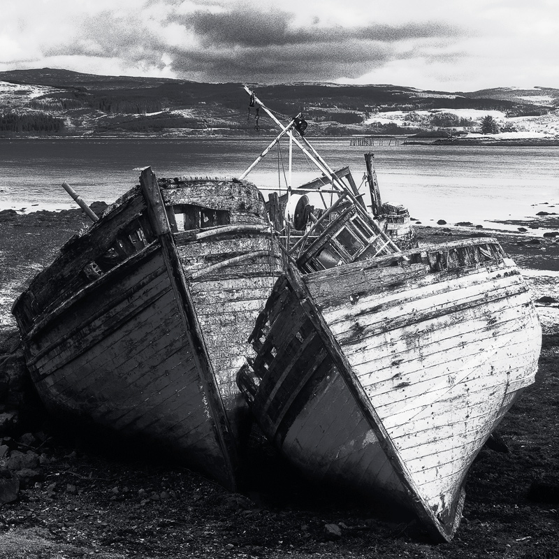 Charcoal Boats, Salen, Mull, Scotland, flat, light, drizzle, mist, de-clutter, textures, boats, wrecked, black and white photo