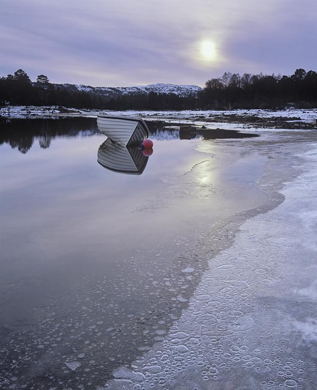 Cold Shoulder, Glen Affric, Highlands, Scotland, freezing, cold, reservoir, mudflats, skin, ice, bubbles, trapped, patte photo