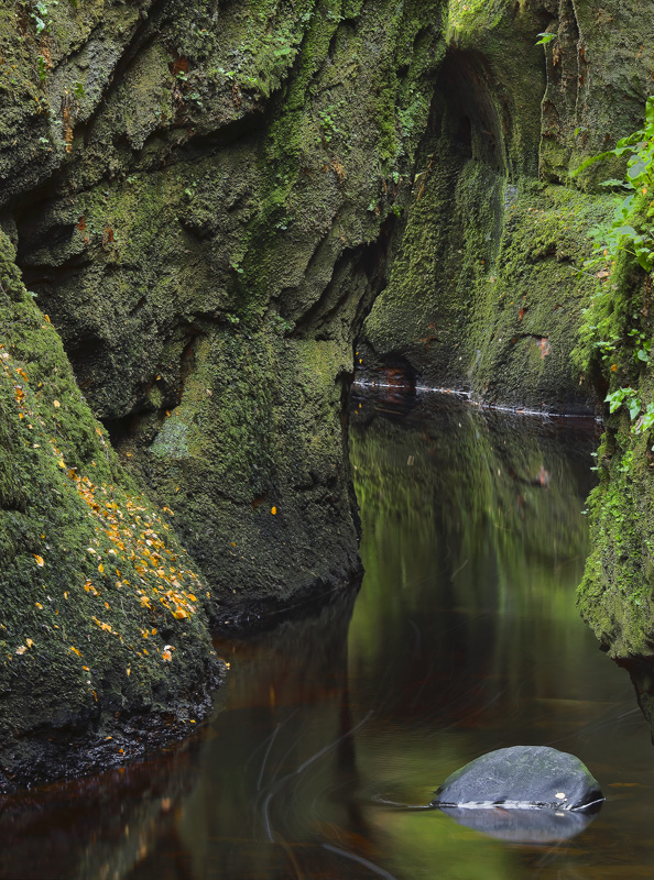 Emerald Gorge, Finnich Glen, Trossachs, Scotland, curtains, hanging, moss, gorge, meandering, lost, grey, stone, peaty,  photo