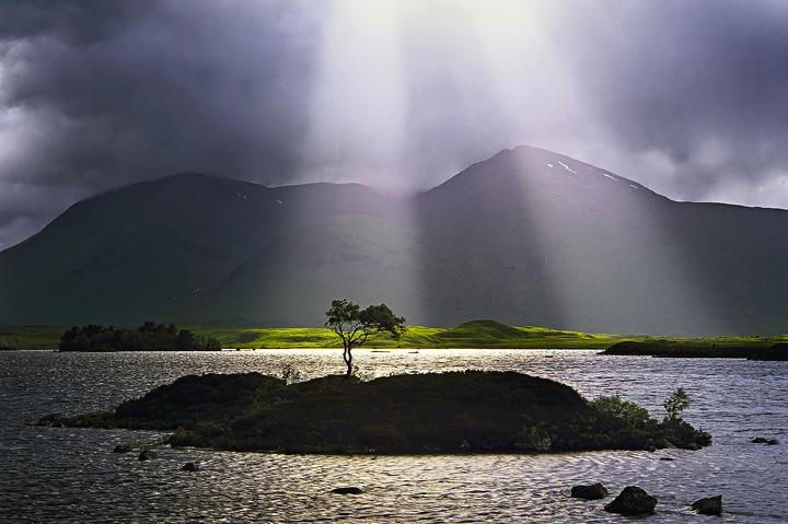 Jacobs Ladders, Rannoch Moor, Glencoe, Scotland, crespecular, rays, clouds, shaft, sunlight, island, tree, solitary, iso photo