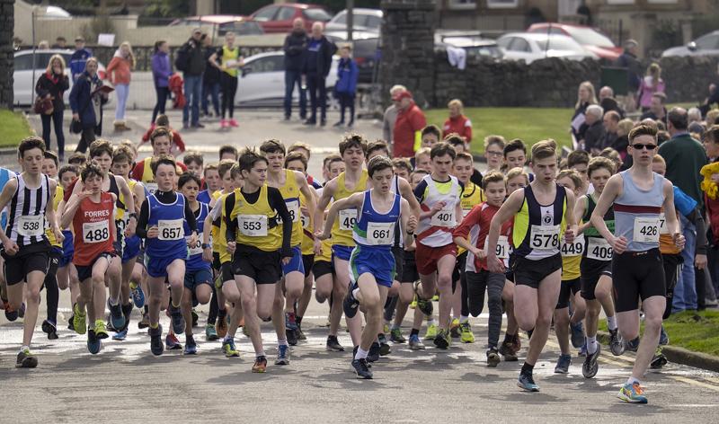 Road Race Start 1, Greenoch, Glasgow, Scotland, under 13, boys, runners, leading, size, discrepancy, Alasdair McMonagle, group...