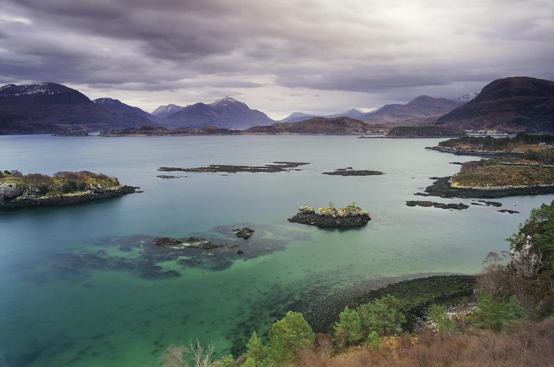 Shieldag Turquoise, Shieldag, Torridon, Scotland, hidden, ledge, viewpoint, low tide, polariser, mountains, overcast   photo