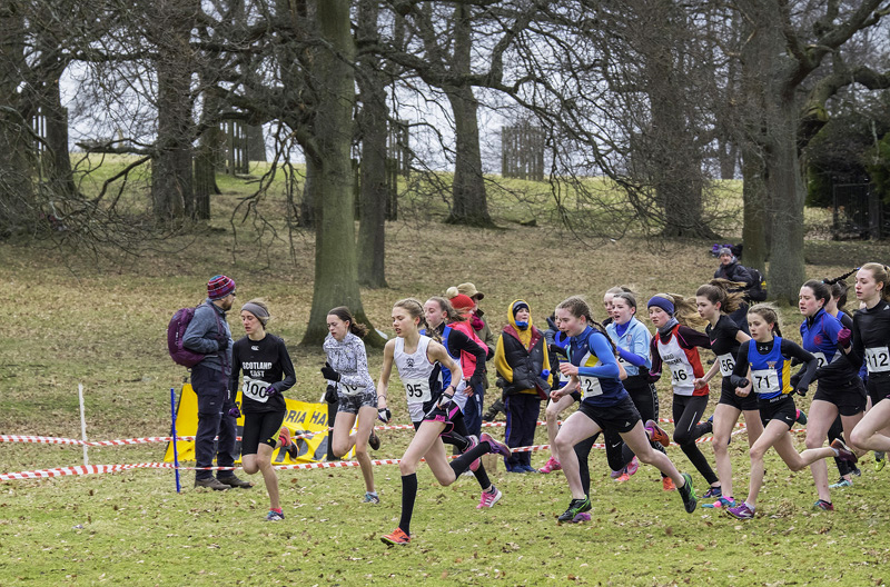 Group C start featuring the girls under 13/15 age group. Anna Hedley takes an early lead.