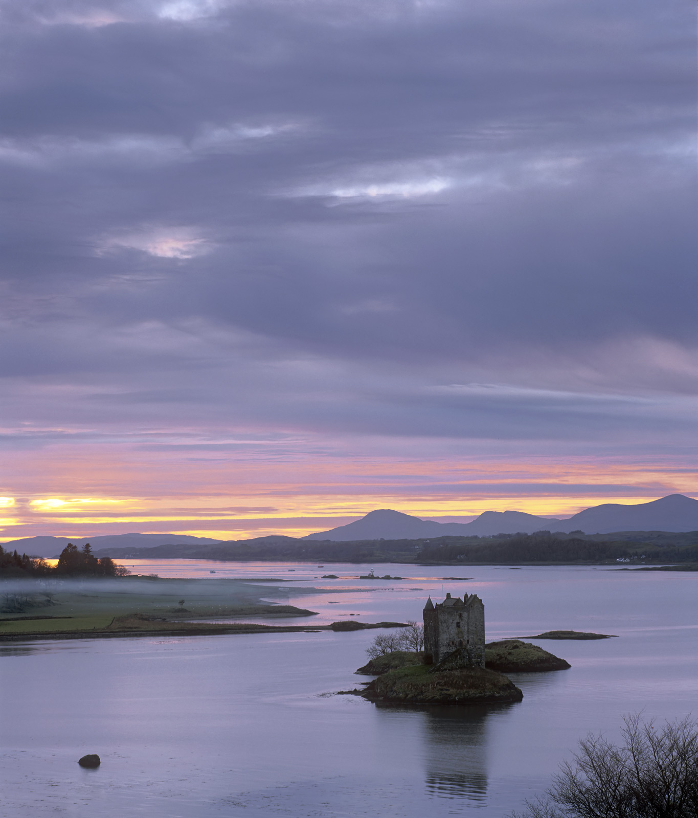 Whilst out with a small band of photographers, we took a second trip out to Castle Stalker but instead of taking a beach front...