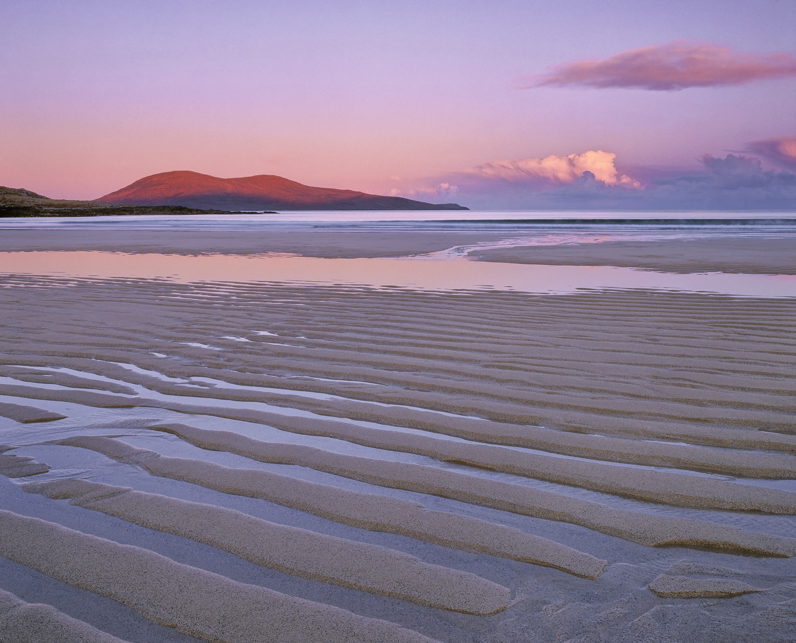 Yet another earth shatteringly beautiful 30 second window on the gorgeously furrowed Harris beach of Traigh Lar a few seconds...