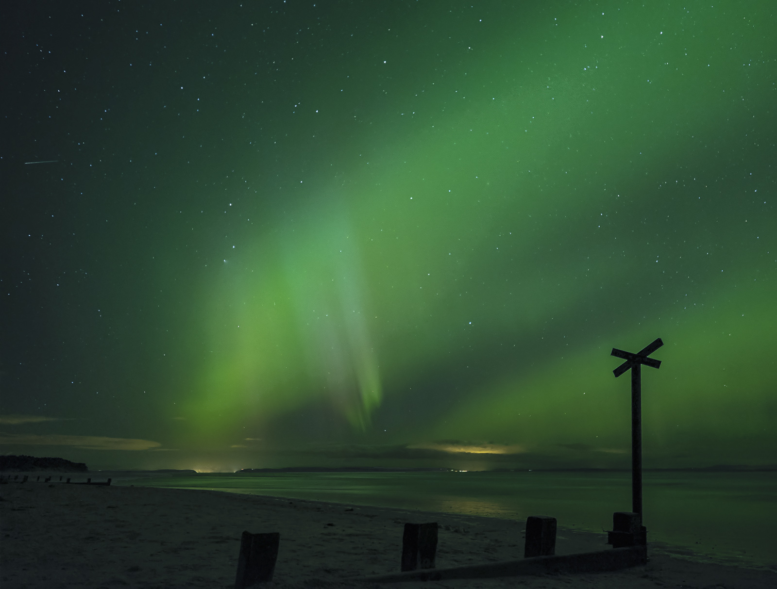 A fantastic Northern Lights display produced one of the most vivid displays I have seen over Findhorn bay on the Moray coast.&...