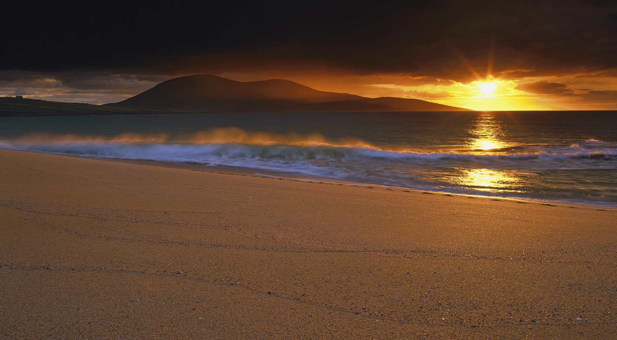 Traigh Mhor is my favourite Harris beach and is a great location for sunsets. On the evening we went down to the beach...