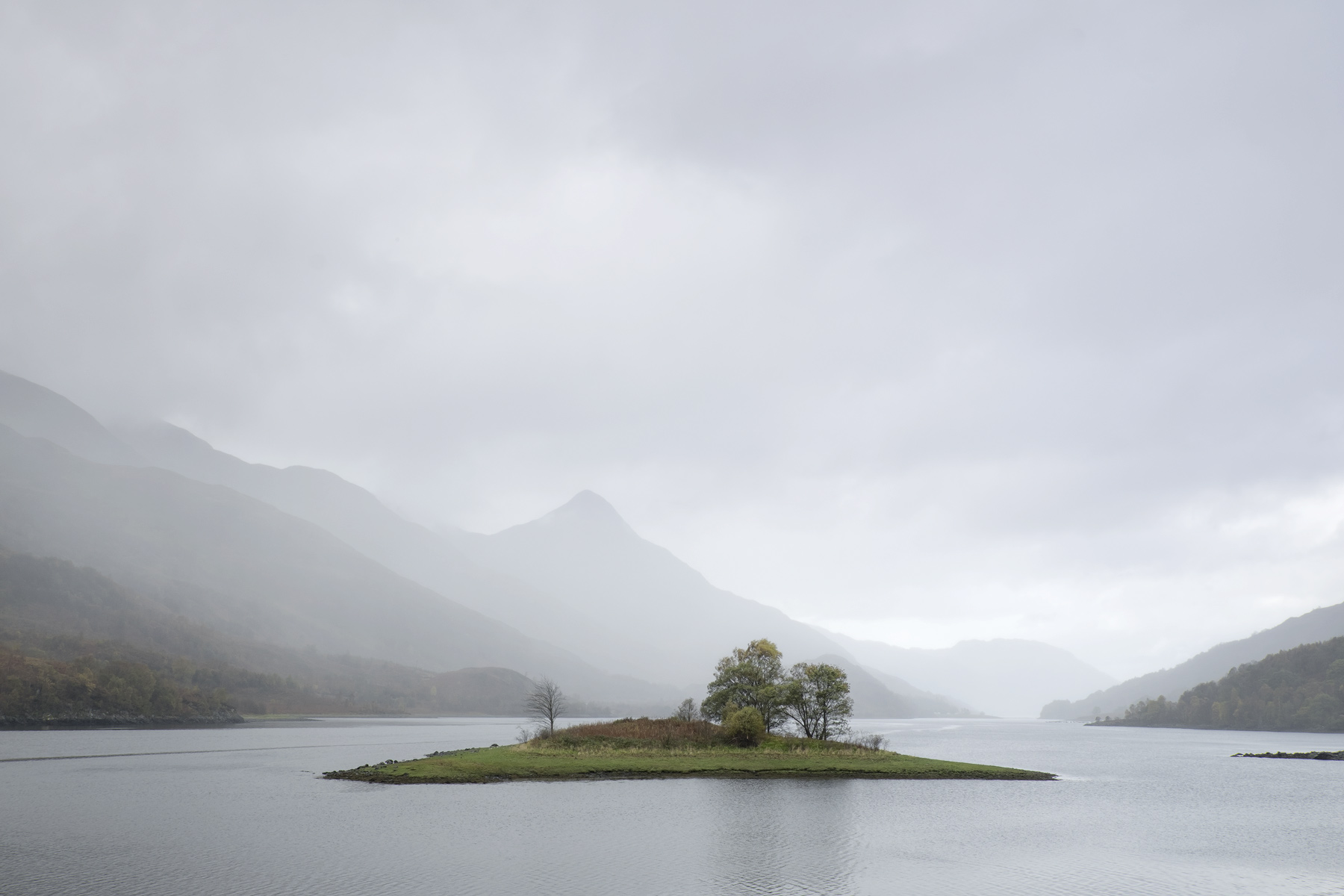 Gently, Loch Leven, Highlands, Scotland, cloud, mist downpours heaviest, rain, peaks, Pap, mountains, recession, paler, , photo