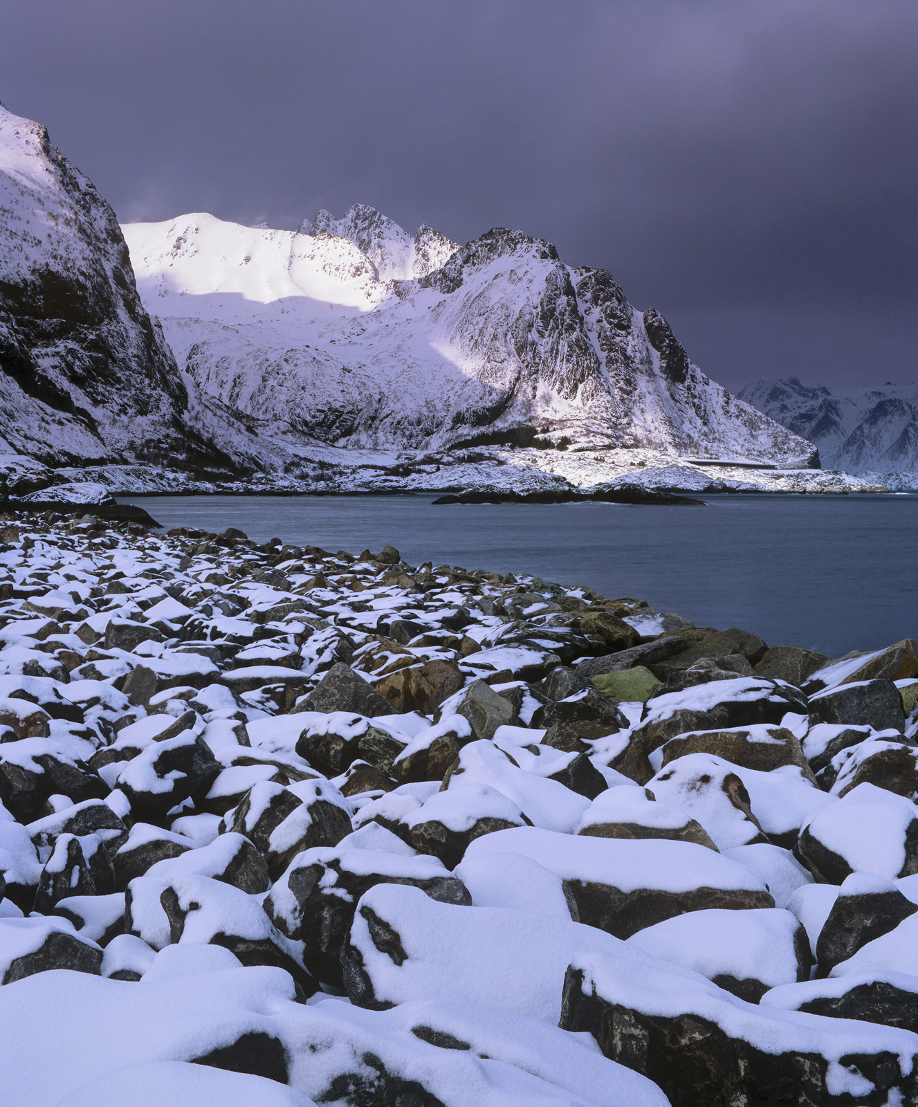 Hamnoy Boulder Coast, Hamnoy, Lofoten, Norway, boulder field, foreground, pattern, snow, peaks, swathe, brilliant sunlig, photo