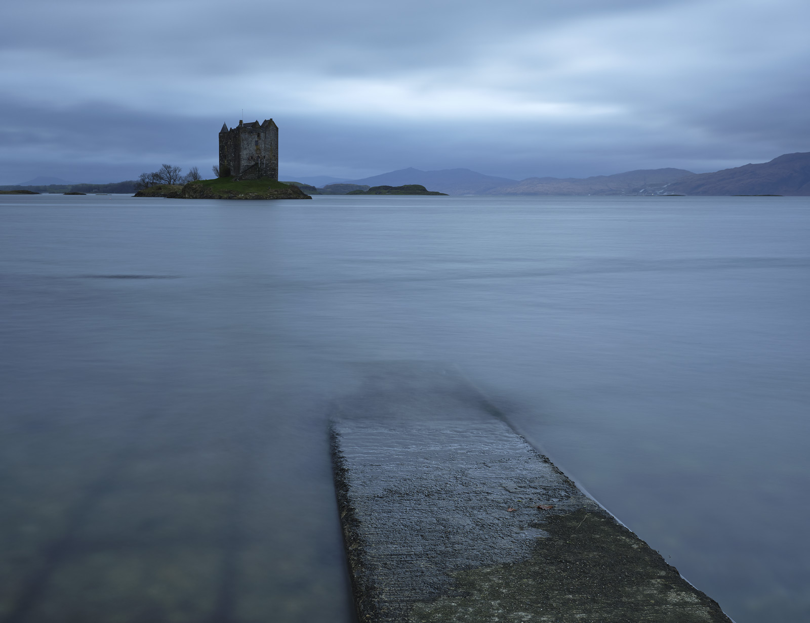 It was probably not the most inspiring evening to be out at Castle Stalker there was a wind ruffling the surface of the water...