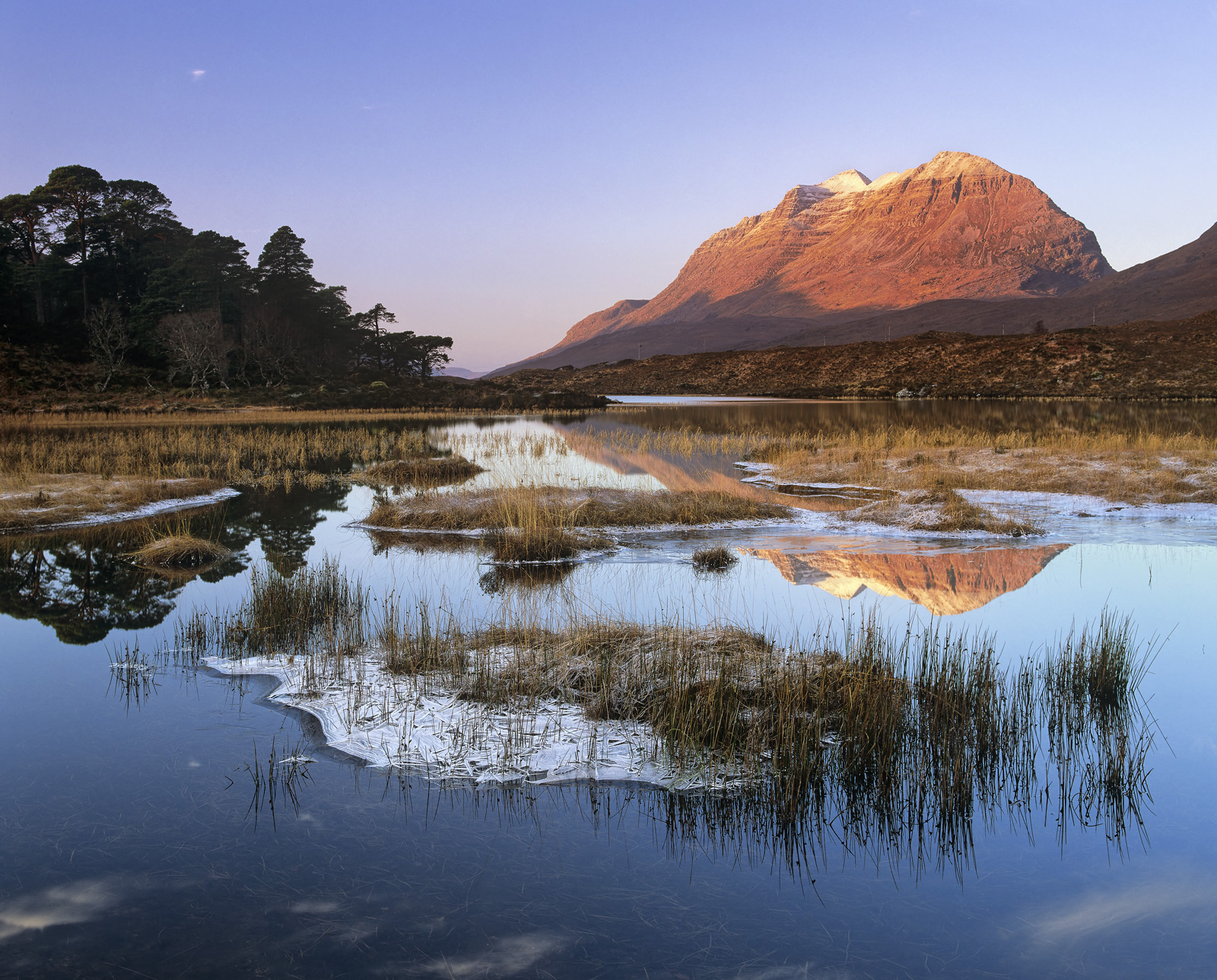Liathach Saffron, Loch Clair, Torridon, Scotland, chilly, blue, red, sky, peaks, ice, plate, crystalline, snow, sunlight, photo