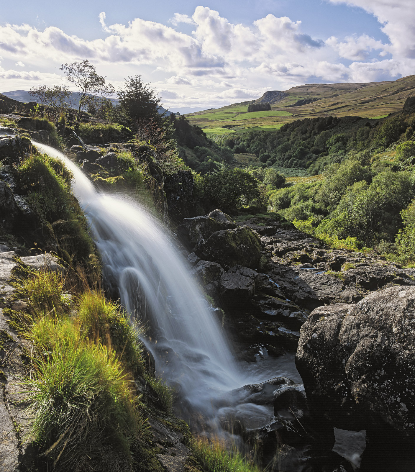 I have long had a desire to see the waterfall near the Loup of Fintry as I'd seen some images of it before and I found the setting...