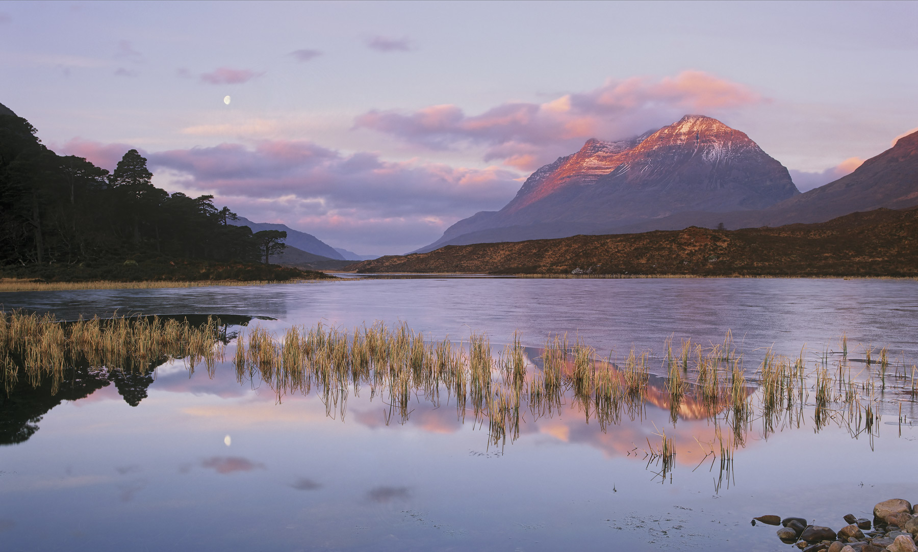 Moonset Clair, Loch Clair, Torridon, Scotland, Liathach, strawberry, topping, sunrise, pinkening, clouds, frozen, clarit, photo