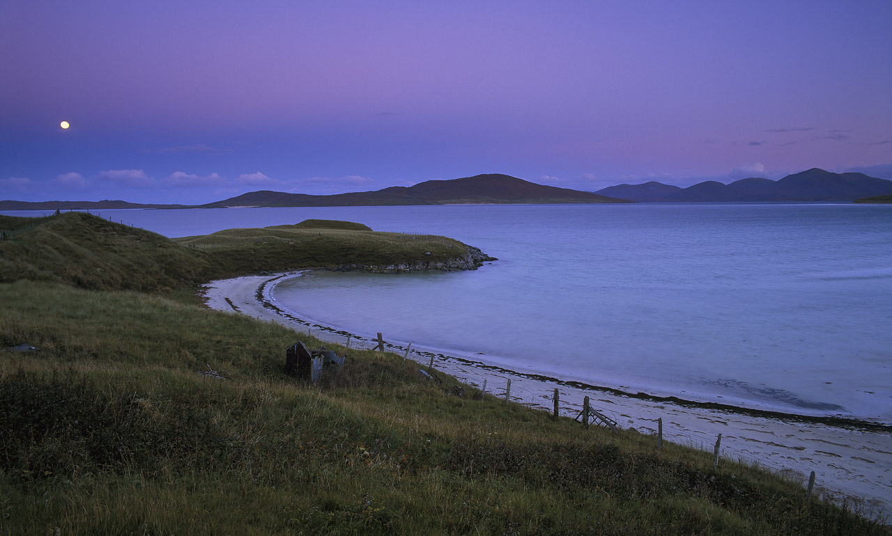 Most of the beaches on Harris are on the glorious west coast and are not really at their photogenic best at sunrise. Luskentyre...