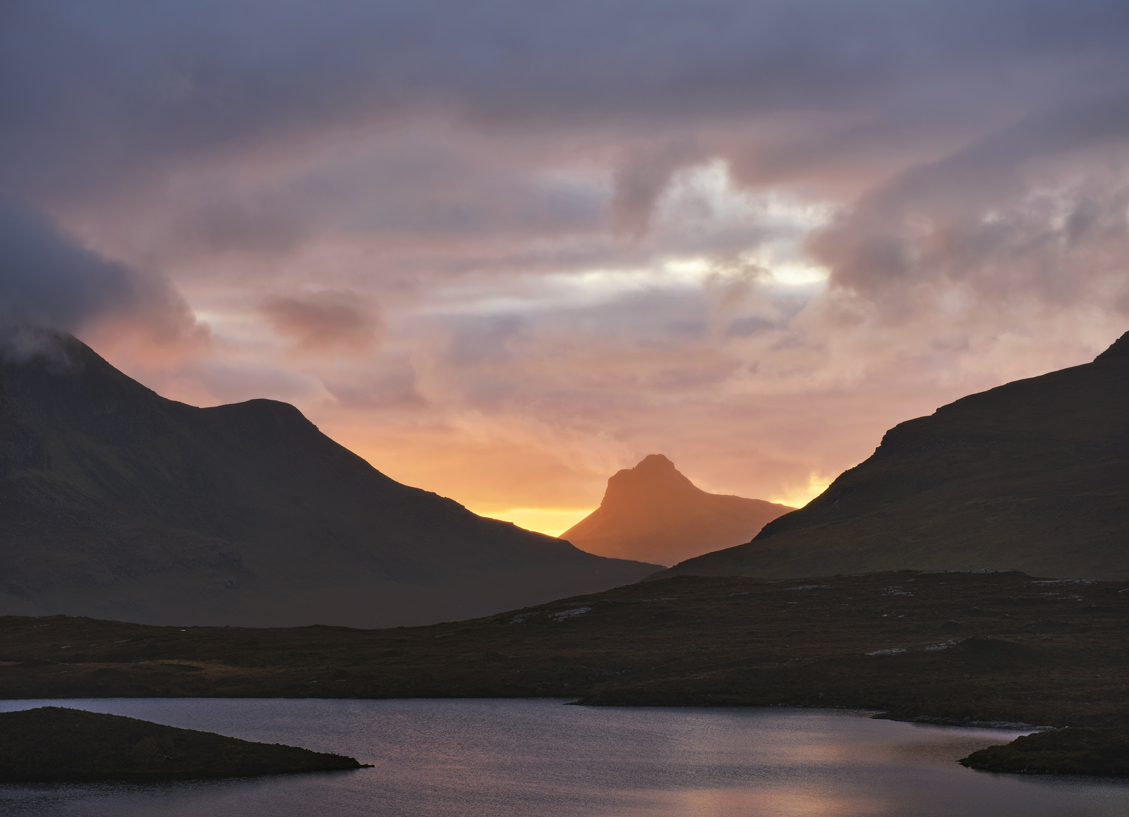 Mordor Inverpolly, Knockan Crag, Assynt, Scotland, volcanic, astonishing, epic, sunset, glowing, red, bizarre, Stac Poll, photo