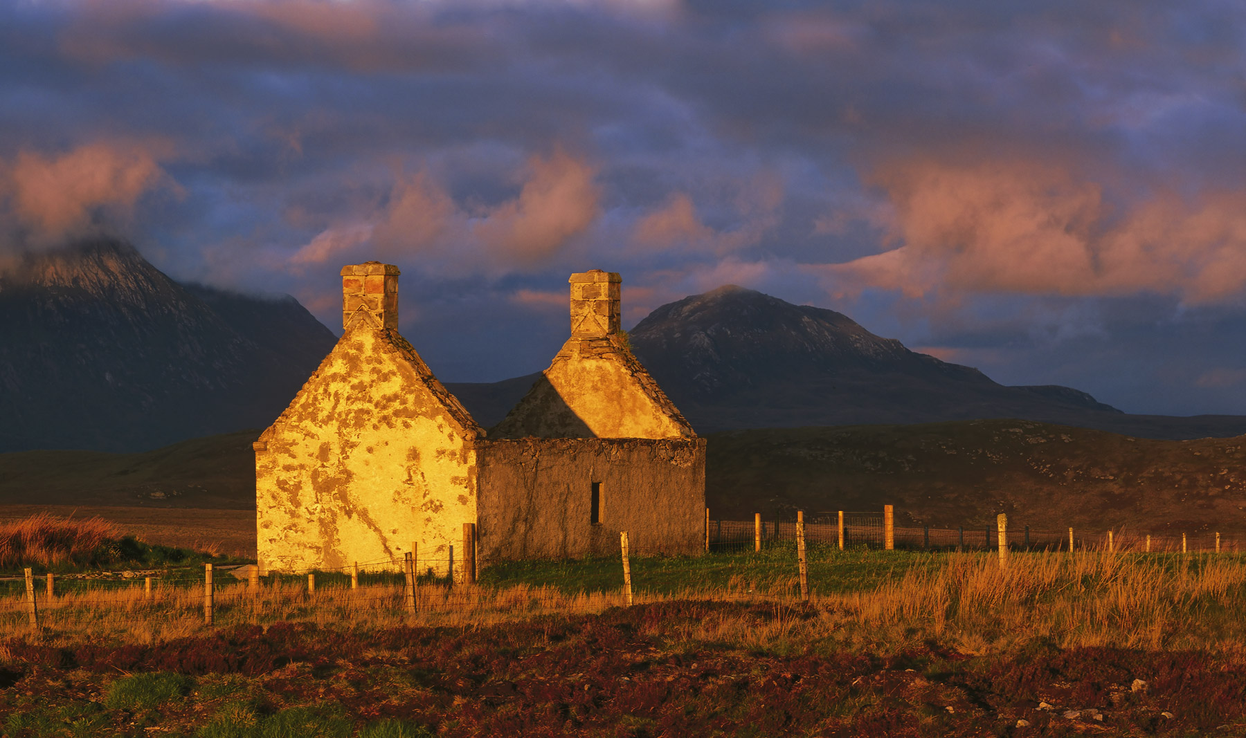 Moine House Gold, Tongue, Sutherland, Scotland, bludgeoning, colour, gold, burnished, drab, gable ends, forlorn, broodin, photo