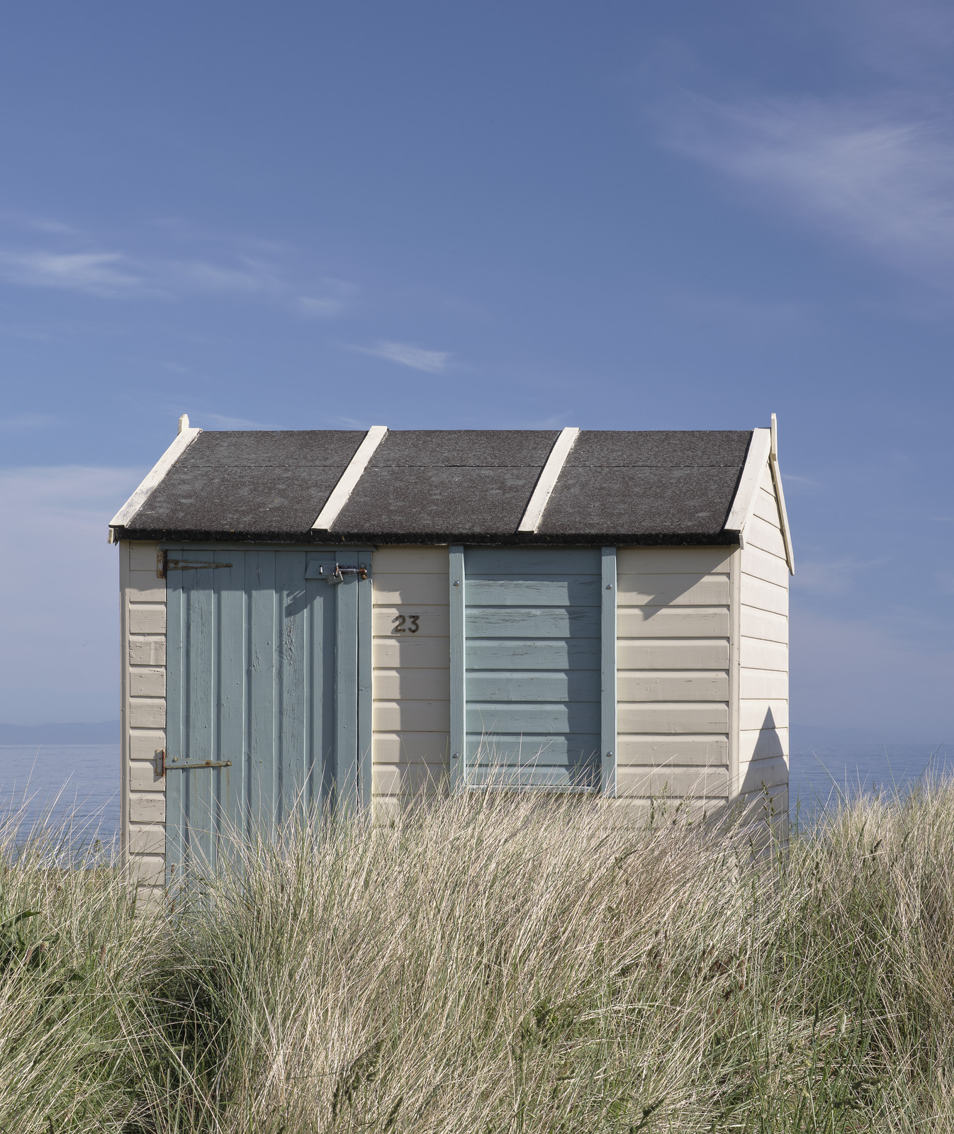 So this is my favourite of the subdued Hopeman huts I like the colour palette and the backdrop and mild quieter hues strike me...