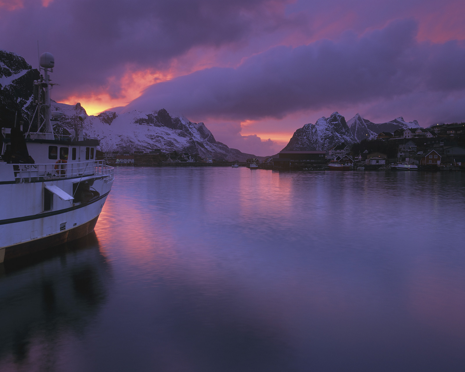 Purple Reine, purple Reine.. This glorious and rapidly vanishing light is that which I captured around 11.30pm from a small jetty...
