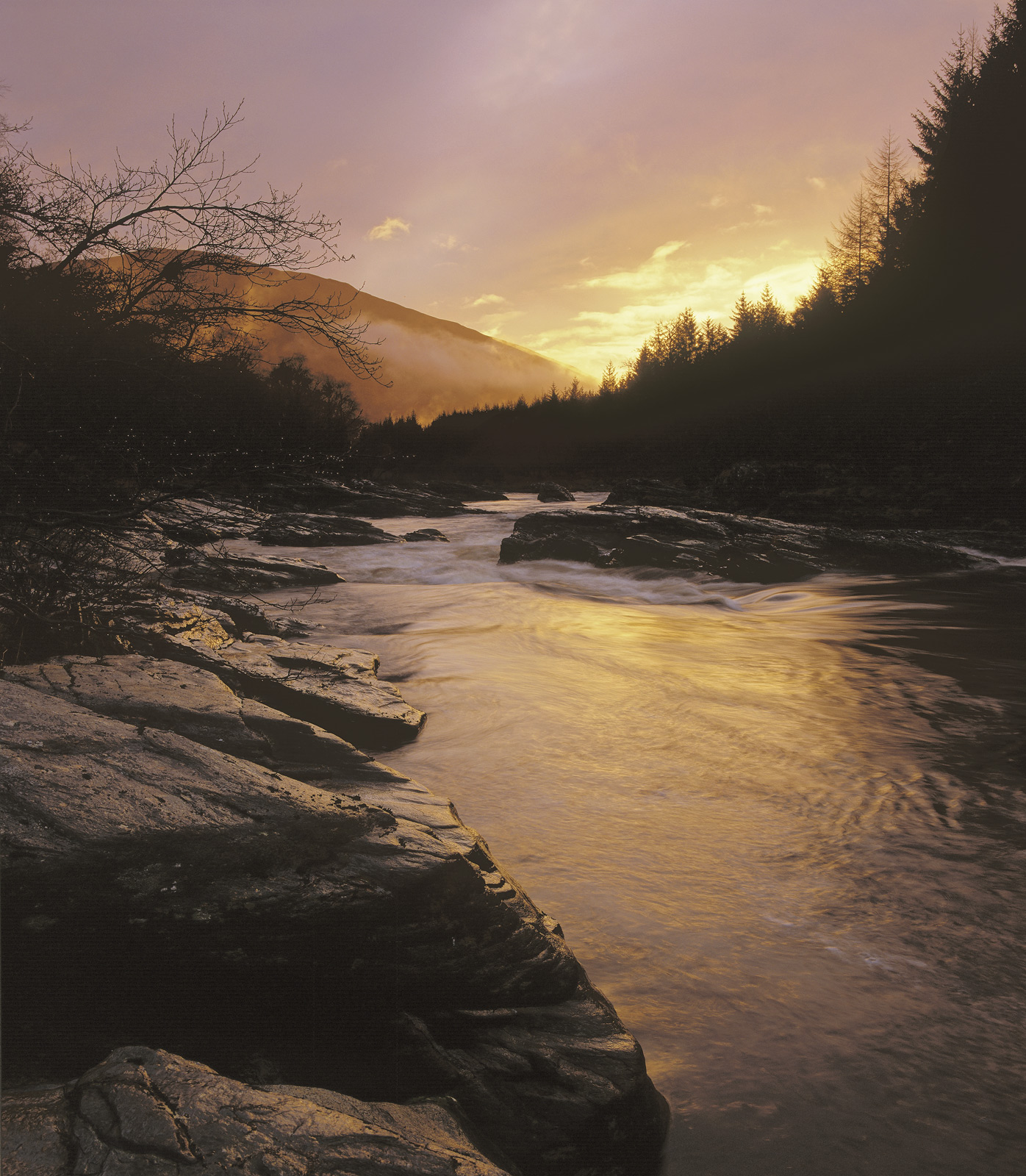River Orchy Gold, Glen Orchy, Highlands, Scotland, winter, drizzle, shelter, river, exquisite, golden, sunlight, reflect, photo