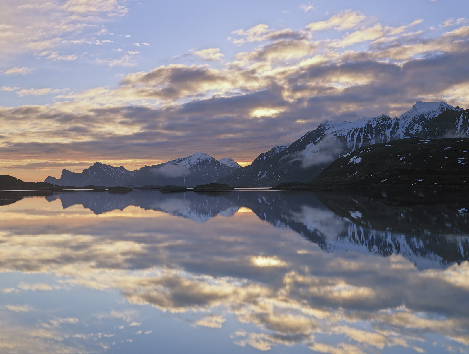 On the last morning of our stay in Lofoten just two of our group made it up for an early morning trek over to Selfjorden.&nbsp...