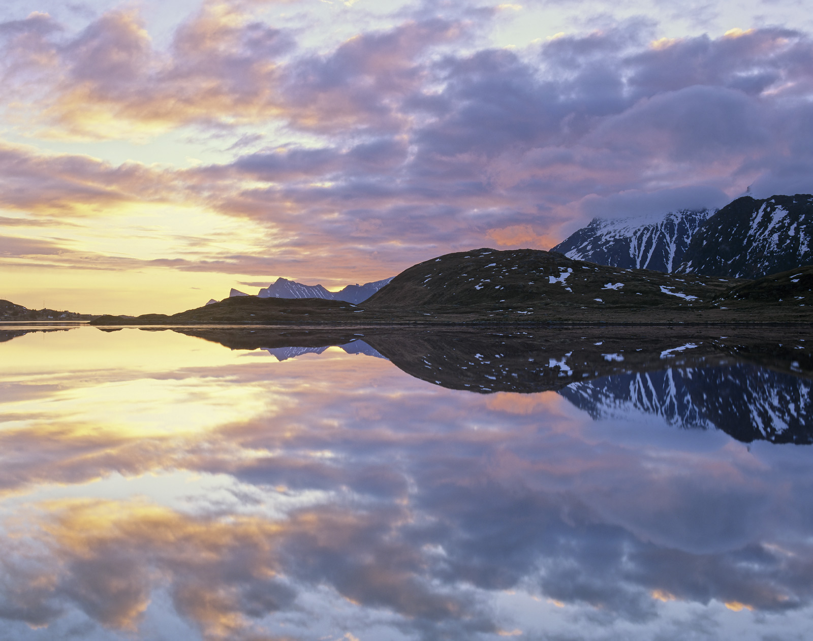 On the last morning of our stay in Lofoten just two of our group made it up for an early morning trek over to Selfjorden.  To...