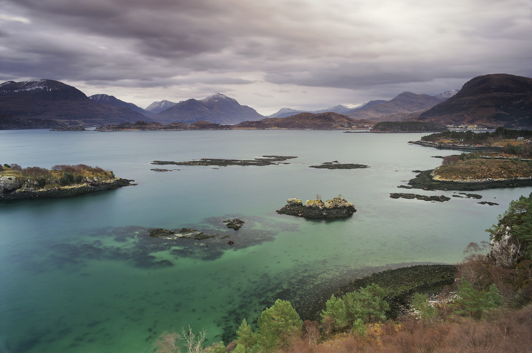 Shieldag Turquoise, Shieldag, Torridon, Scotland, hidden, ledge, viewpoint, low tide, polariser, mountains, overcast  , photo