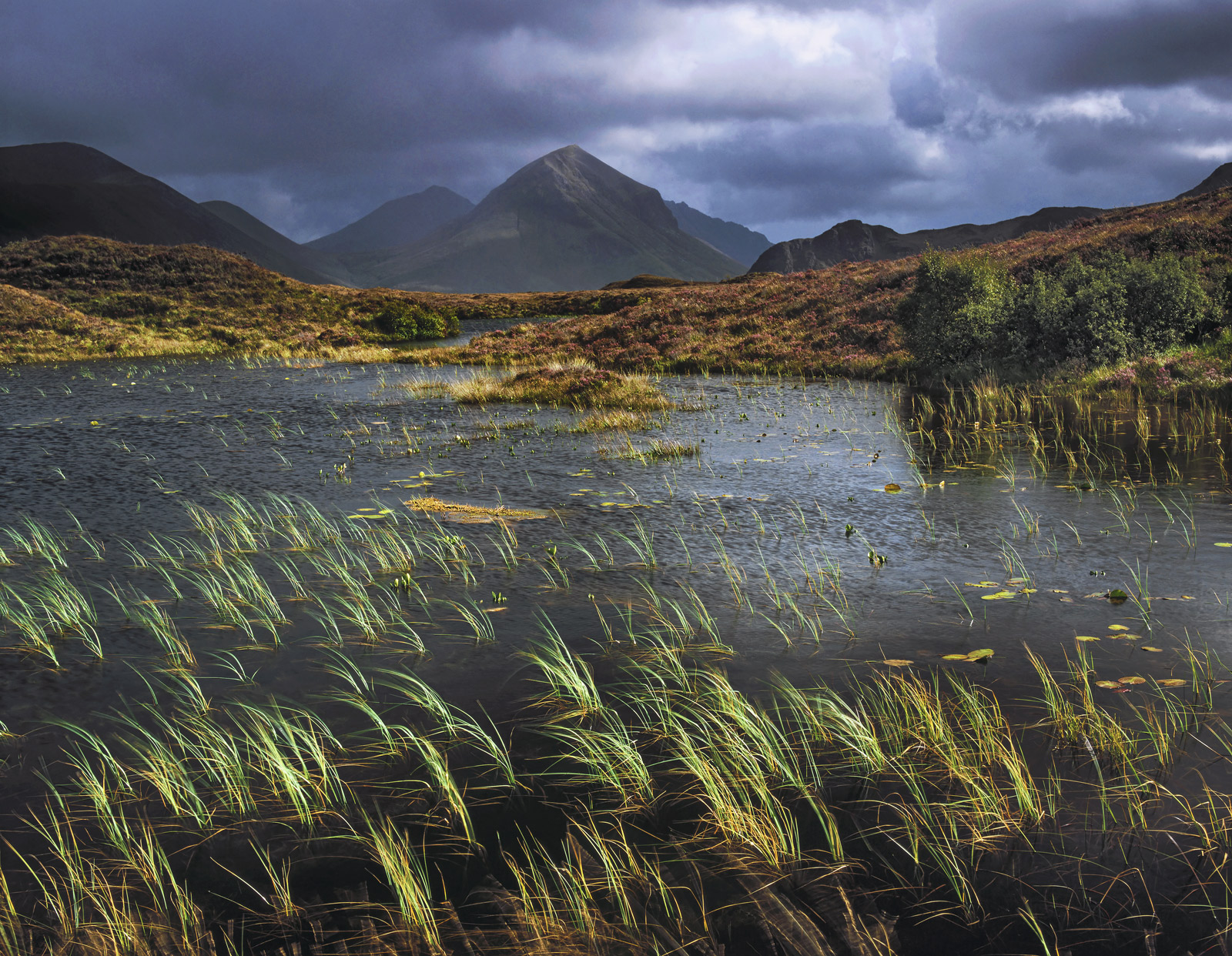 Biting midges and torrential showers mixed up with 30 second bursts of sunshine seem to be par for the course in Skye, especially...