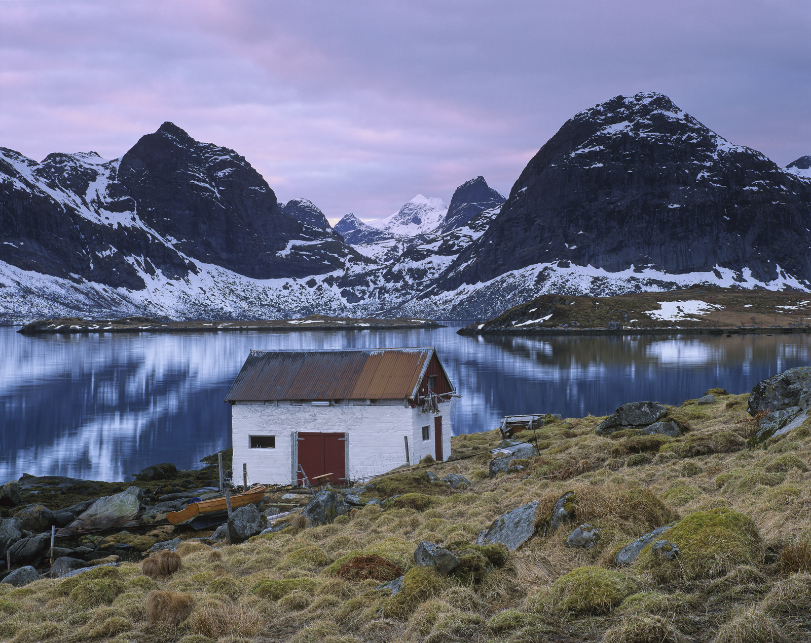 I came across this little white boat shed, a perfectly beautiful fisherman's retreat and a wonderful example of man's symbiotic...
