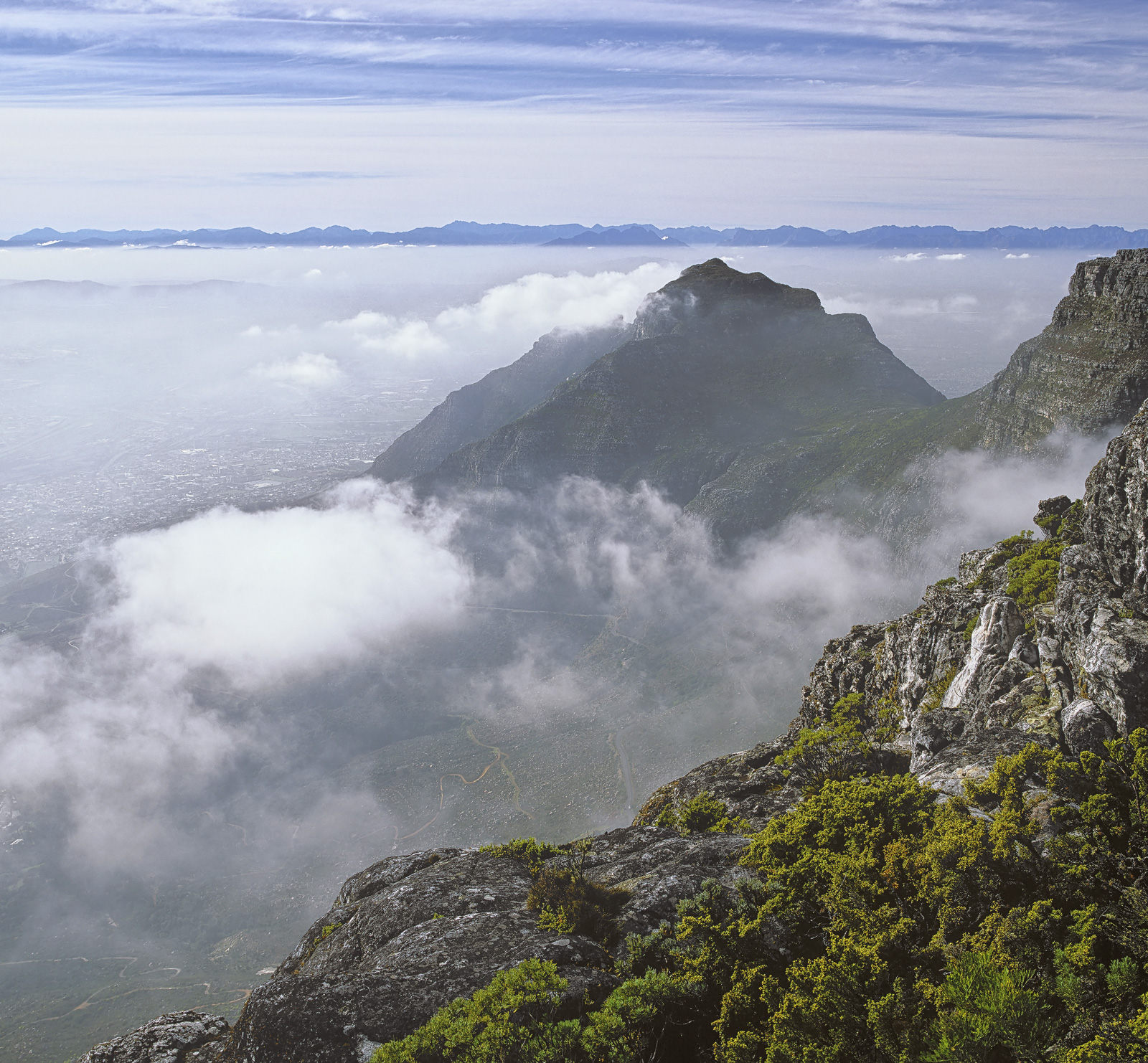 Tabletop View, Table Top Mountain, Capetown, South Africa, mist, low, cloud, obscuring, top station, mountain, sun, hill, photo