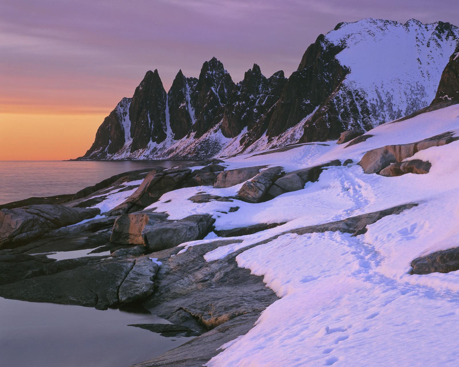 Tangerine Teeth, Tungeneset, Senja, Norway, evening, sunset, light, radiant glow, snow, blue, crimson, Devils Teeth, win, photo