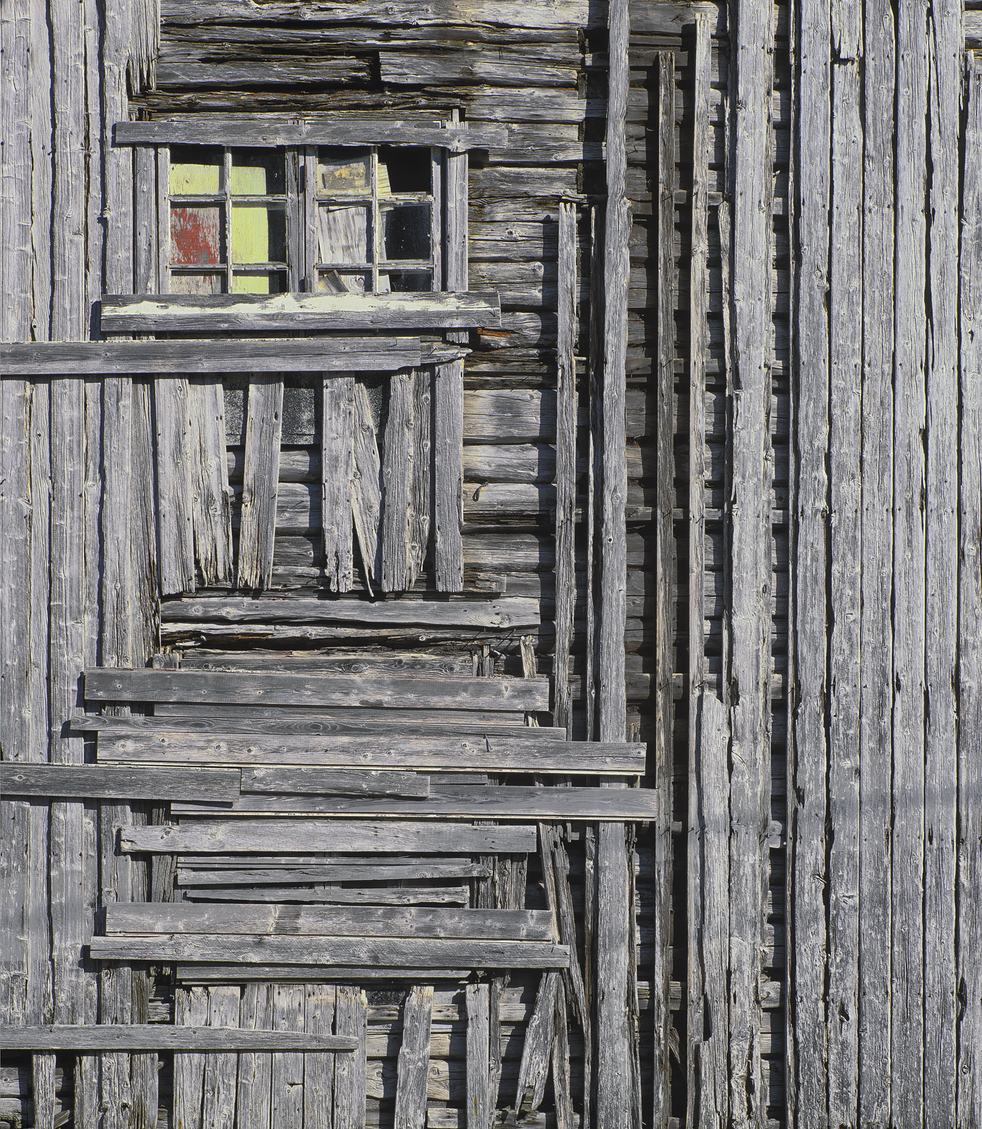 I just knew I was going to be pleased with this shot of a dilapidated timber barn on the edge of Vollen, the moment I saw it.&...
