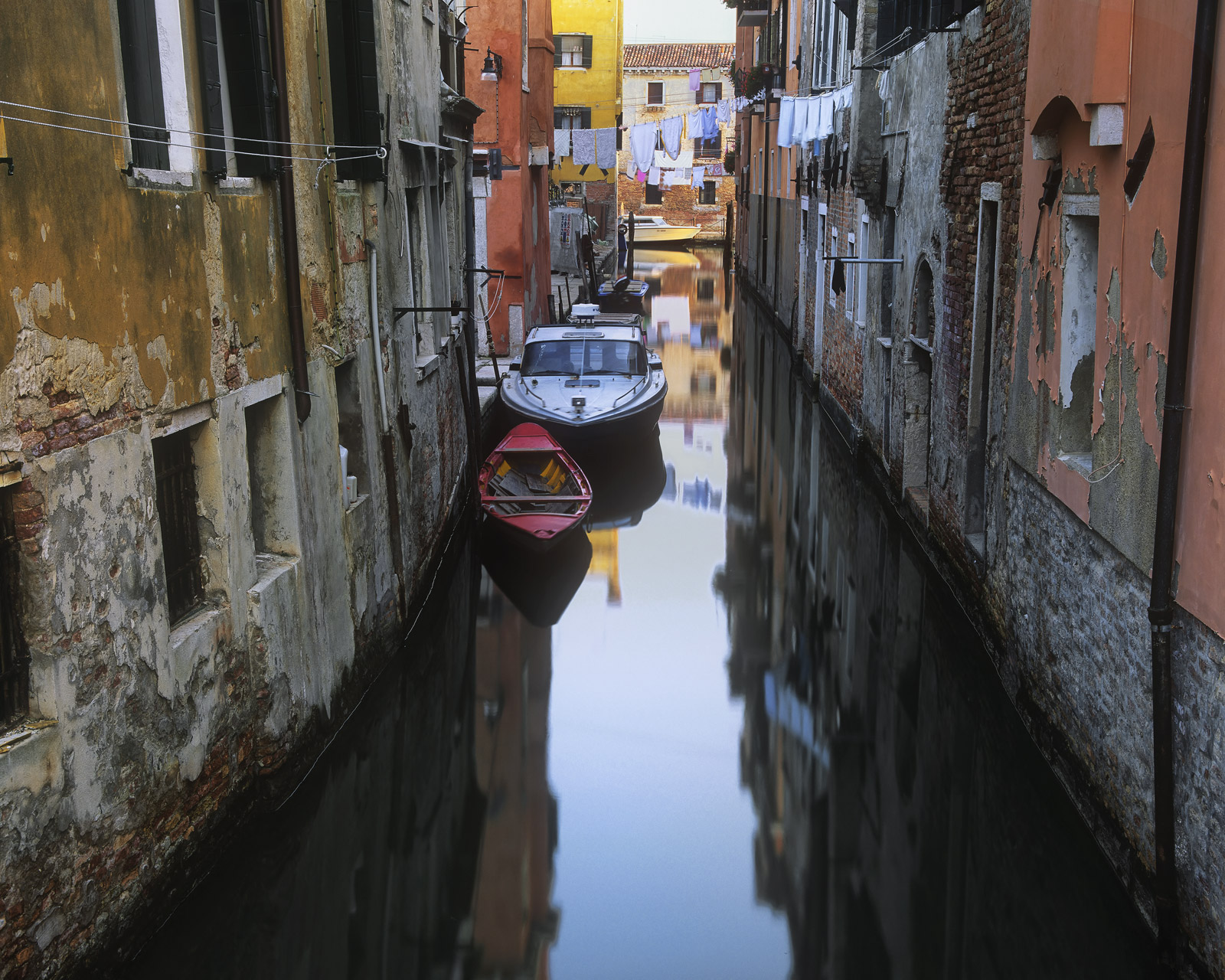 Venice has a bit of a reputation for being smelly and overcrowded during high summer but in October that stagnant smell disappears...