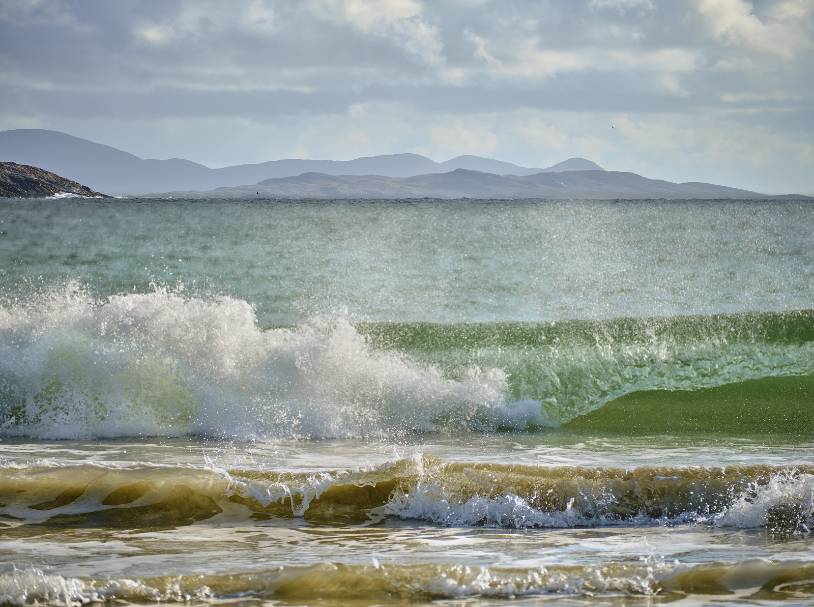 Waves Huisnis Beach, Huisnis, Harris, Scotland, off shore, breeze, wind, spray, whipped, freeze, wall, crashing, waves, , photo