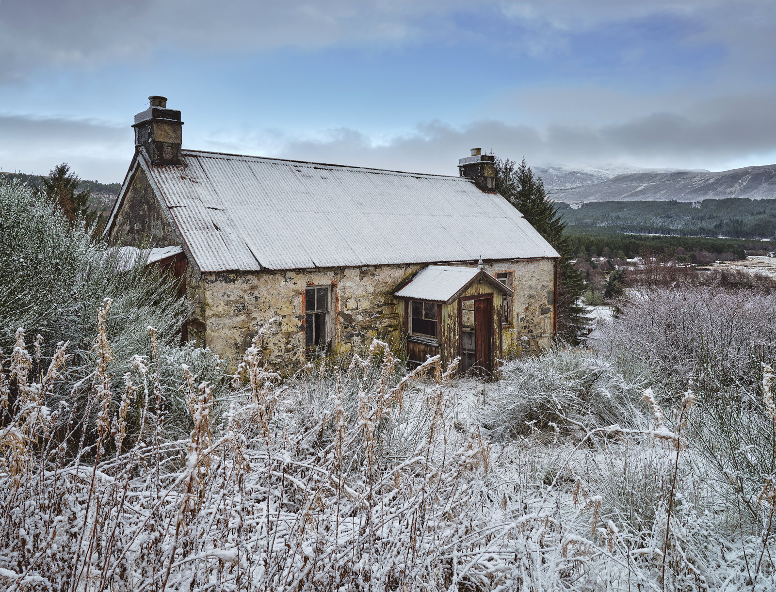 Winter Snow Garve Ruin, Garve, Highlands, Scotland frost, snow, cold, faded, colour, derelict, house, dusting, roof, photo